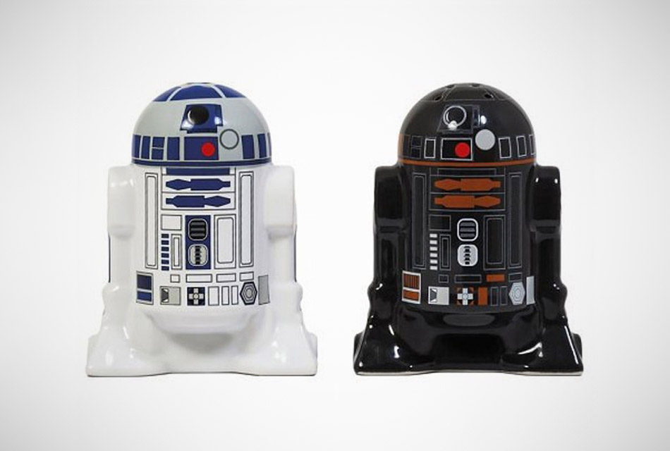 Star Wars R2D2/R2Q5 Salt and Pepper Shakers